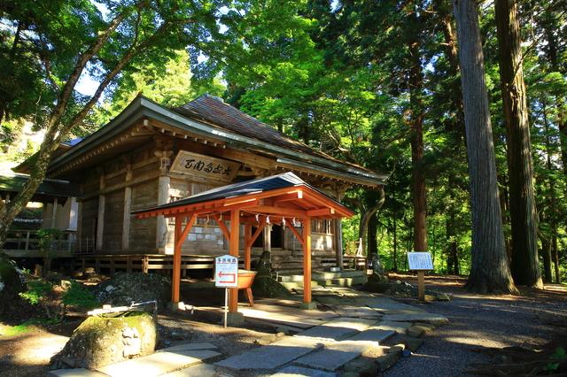 【高倉山温泉】豊沢川の渓流沿いに位置する温泉地