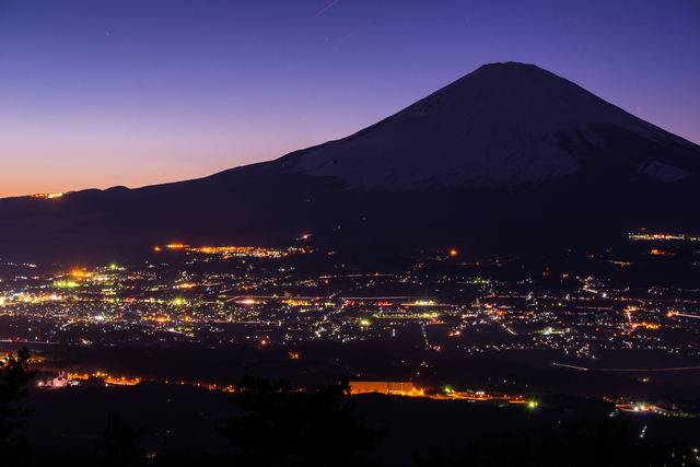 【御殿場乙女温泉 乙女2号泉】夜景も素晴らしい富士山を一望する絶景温泉
