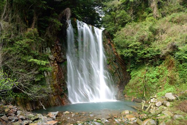 【栗川温泉】丸尾滝へ続く天降川と原生林に囲まれた温泉