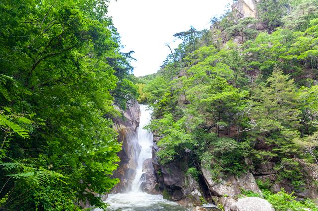 【神の湯温泉】飲泉もできる良質な自家源泉。甲府を一望する天空の湯