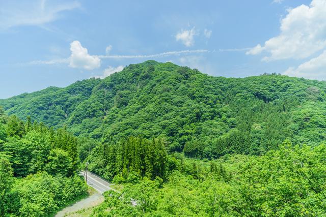 【松の湯温泉】素朴な山景色のなか、ゆっくり浸かるぬる湯の幸せ