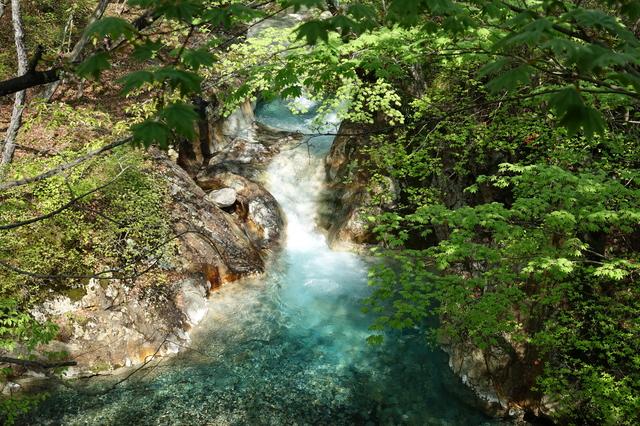 【たんげ温泉】美しい滝と清流に包まれた、山あいの秘湯