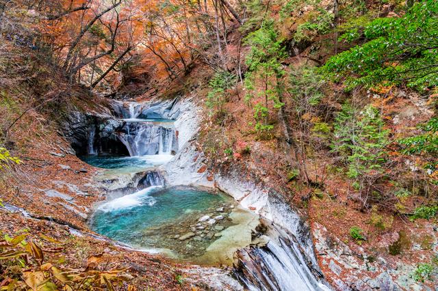 【三富温泉郷】新緑と紅葉が見事。渓谷にほど近い温泉地