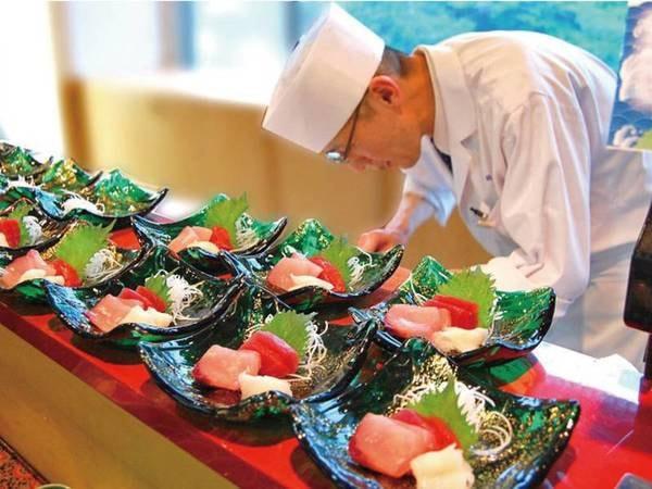 【お食事会場/一例】出来立てのお料理だから一味違います!