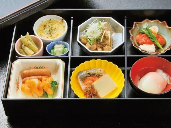 【朝食バイキング/一例】飛沫防止カバー(ズニーズガード)を各料理コーナーに設置