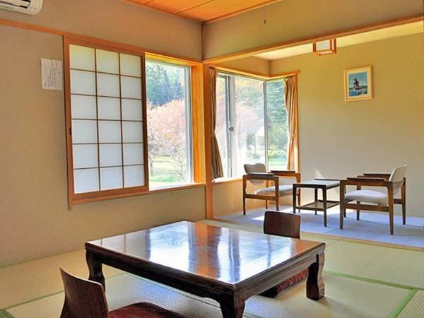 【本館和室・8畳/例】庭園を見ながらゆっくりくつろげるお部屋です。