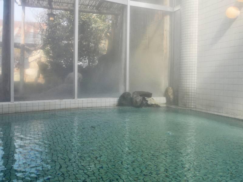 【大浴場】泉質は単純温泉 神経麻痺・疲労回復などの効能がございます。
