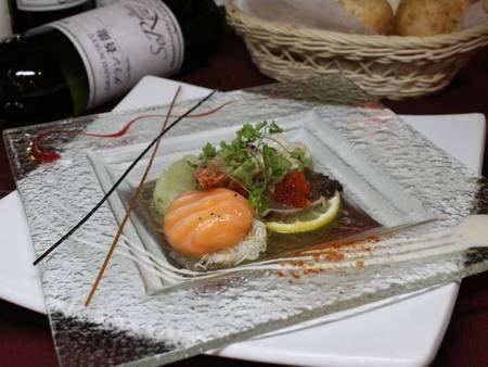 【スタンダードプランオードブル一例】北欧産サーモンのボンブと海の幸の軽いマリネ