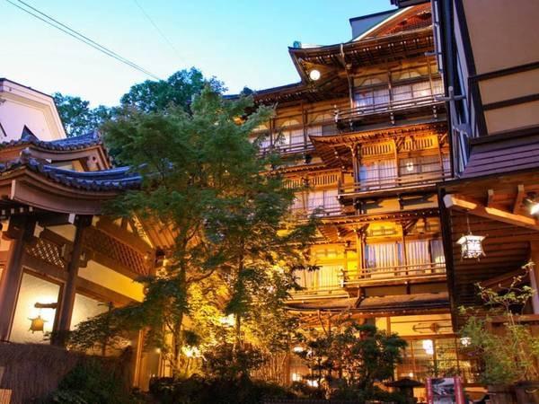 【歴史の宿 金具屋】源泉かけ流しの風呂が館内に8つの温泉三昧。文化財の旅館建築を楽しむ。なつかしき昭和の温泉旅情を。