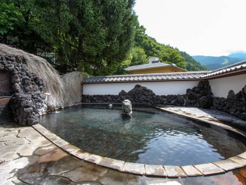 龍瑞露天風呂(男湯)/お湯は無色透明の、美肌の湯