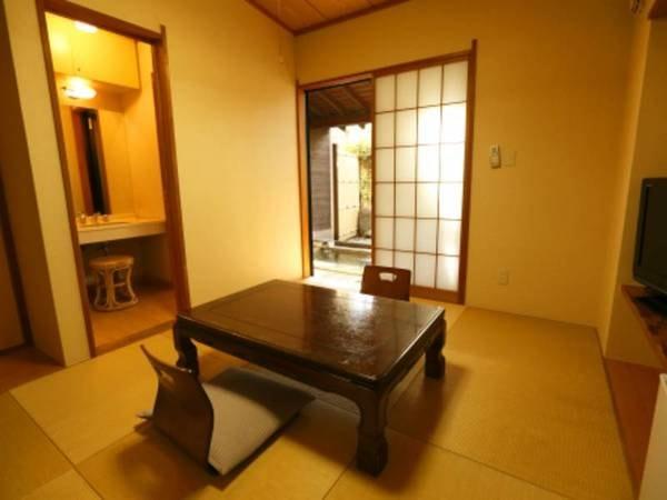 小庭付き客室温泉露天風呂/1F室内