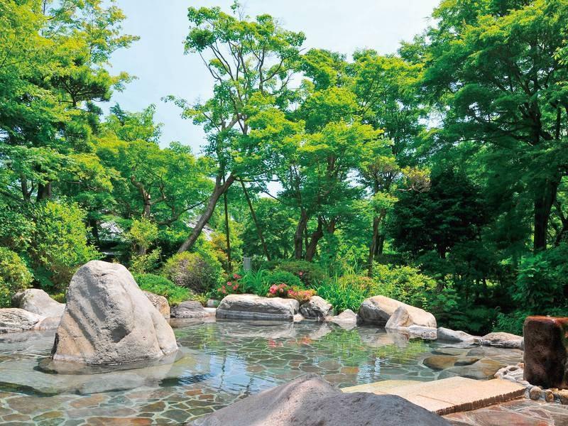 野趣あふれる殿方庭園露天風呂