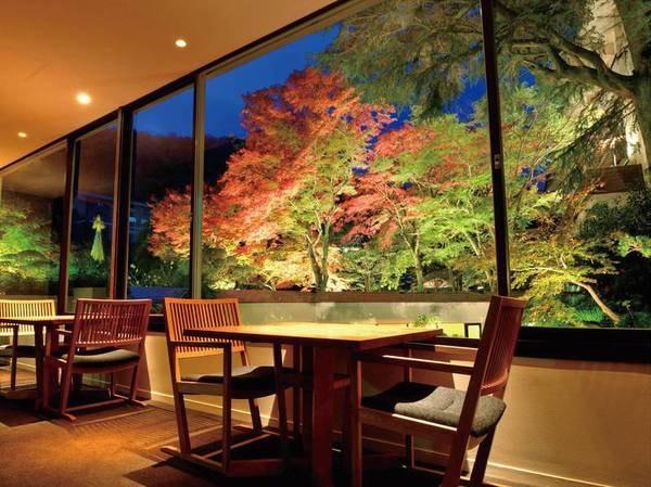 ダイニングルーム「放心亭」紅葉期の風景一例