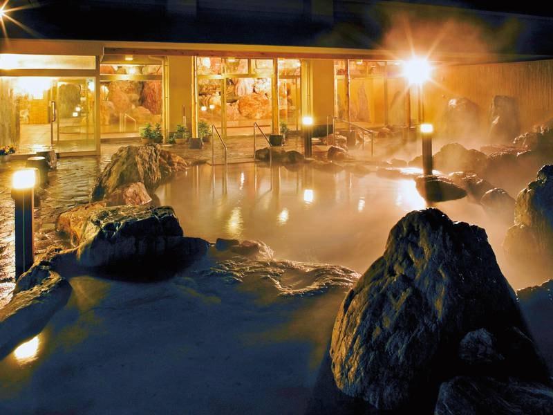 温泉気分が盛り上がる夜の露天風呂
