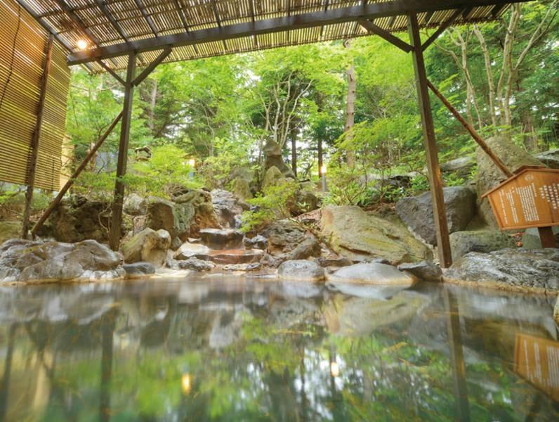 【露天風呂】庭園風の岩風呂