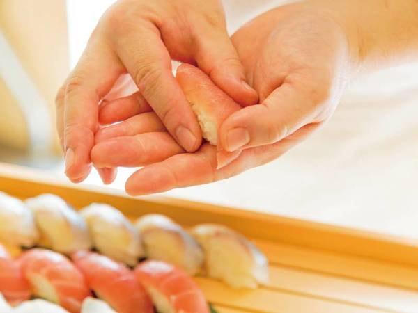 【夕食バイキング/例】実演の寿司も人気メニュー♪