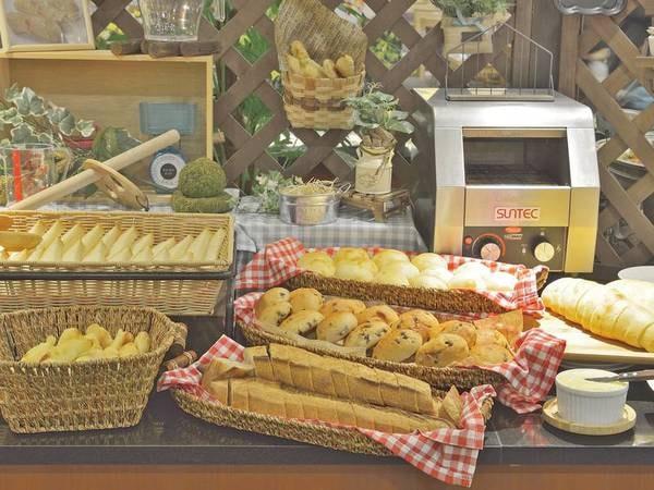 【朝食バイキング/例】定山渓万世閣ホテルミリオーネ直送の焼き立てパン♪