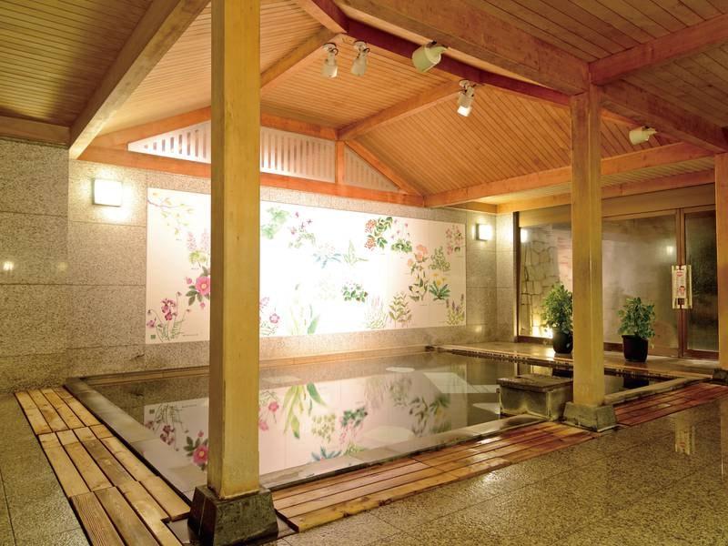 【女性和風呂(かけ流し)】女性浴場内「和風呂」の壁画には癒しの草花が描かれています
