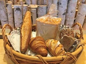 【お土産】焼きたてパンお得セット/6種類の焼き立てパンがお得に購入可能♪※写真一例