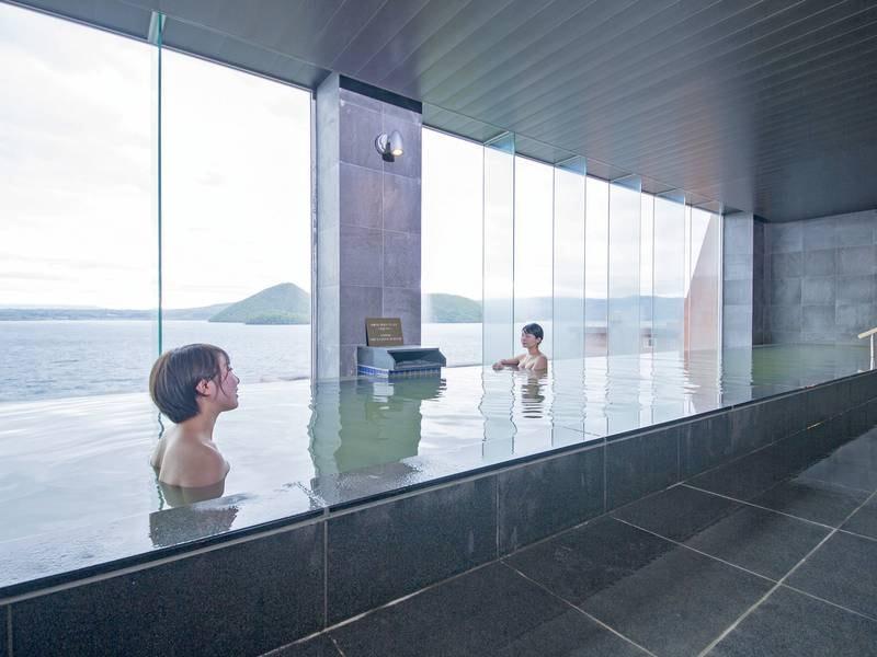 【8階・星の湯】内湯の大窓からも洞爺湖を一望できる設計