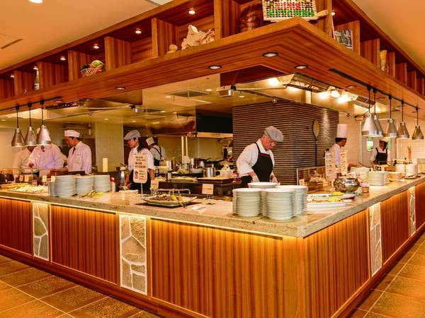 【レストラン】ライブキッチンで職人が腕をふるう