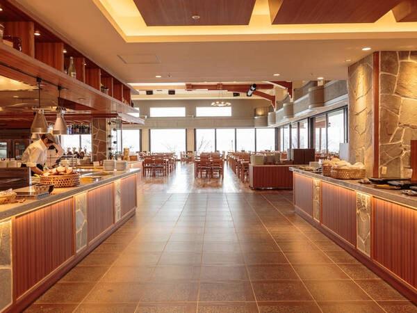【レストラン】開放的な会場からは洞爺湖も見えます