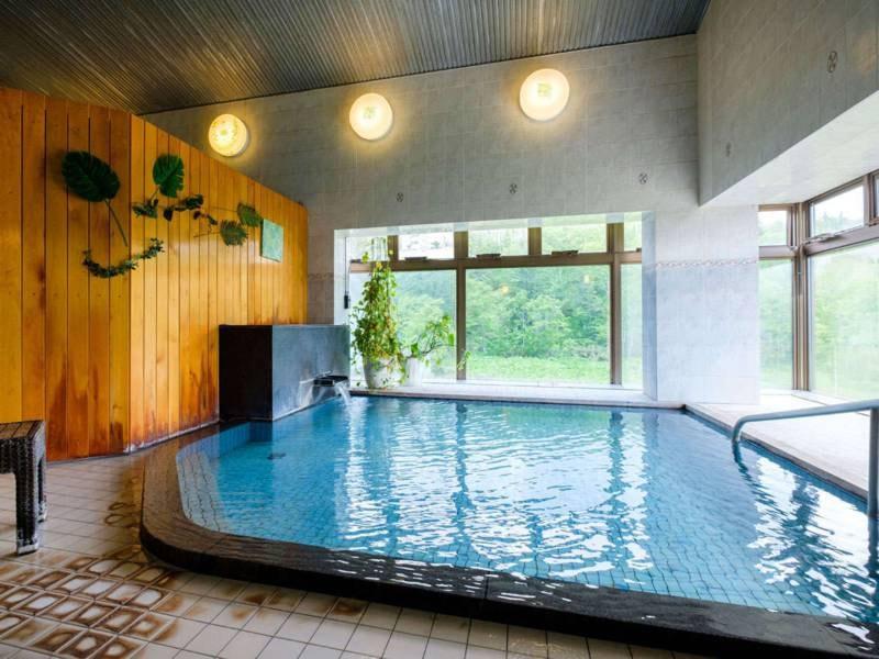【大浴場】広くはないが、希少な源泉をかけ流しで愉しめる!