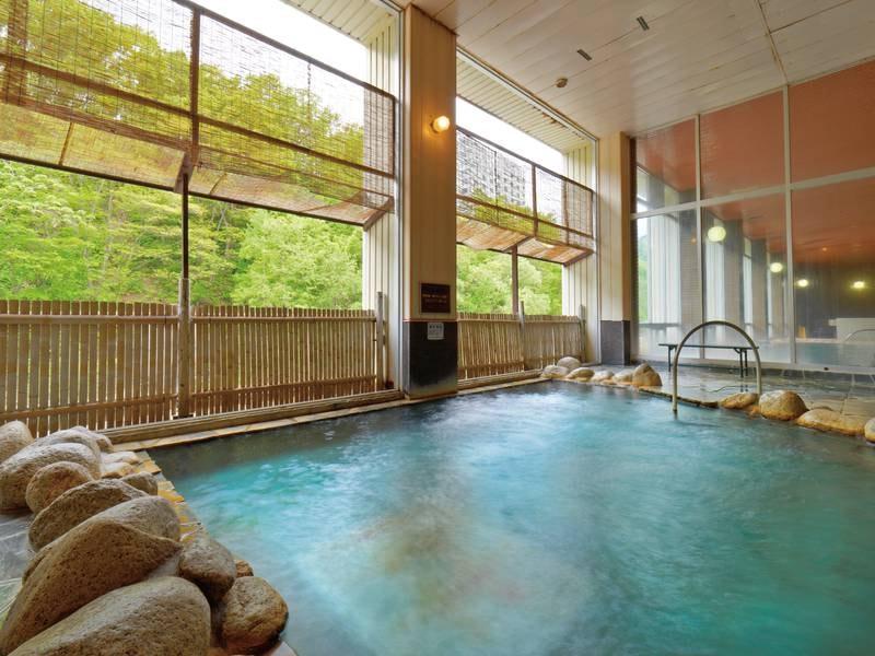 【露天風呂(夏)】爽やかな風を感じながら心地良い湯浴み
