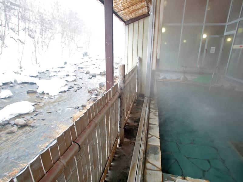 【露天風呂(冬)】冬の澄んだ空気を感じながら温泉で温まる