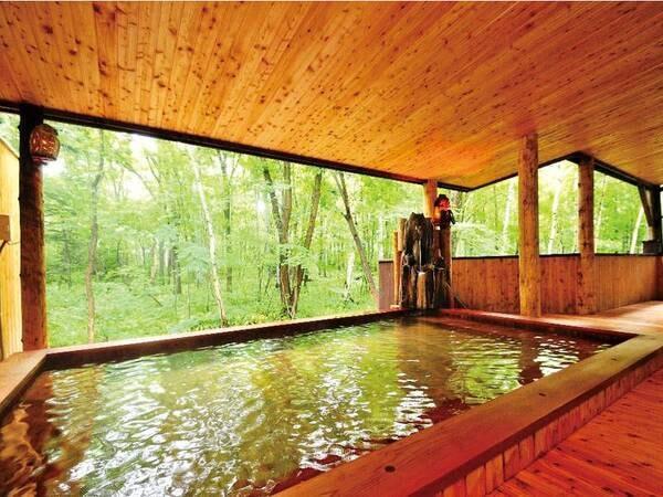 【名湯の森ホテル きたふくろう】日本でも有数の強酸性泉!木風呂・岩風呂を入替制で楽しむ! 源泉100%かけ流しと3種類の料理でおもてなし