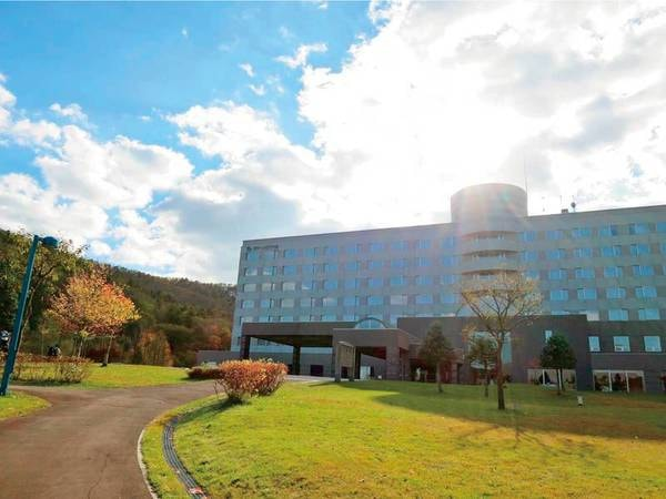 【外観】駒ヶ岳の大自然に抱かれたリゾートホテル