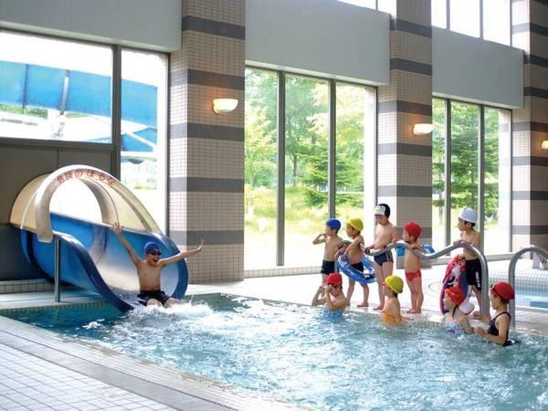 【屋内プール】お子様用の浅いプールやスライダーもあり!※有料