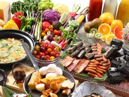 口コミで高評価の朝食・50種類以上の和洋ビュッフェ!出来立ての実演メニューも充実!/例