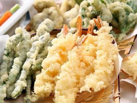 天ぷらは実演コーナーで揚げたてをご用意しています