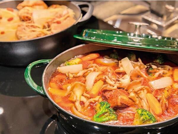 【夕食/例】ライブキッチンも設置し、出来立て熱々のお料理を提供します