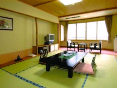 【和室/例】8~10畳、バス・洗浄機能トイレ付の和室にご案内