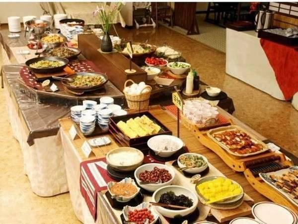 和食バイキングまたは和食膳(朝食)/一例