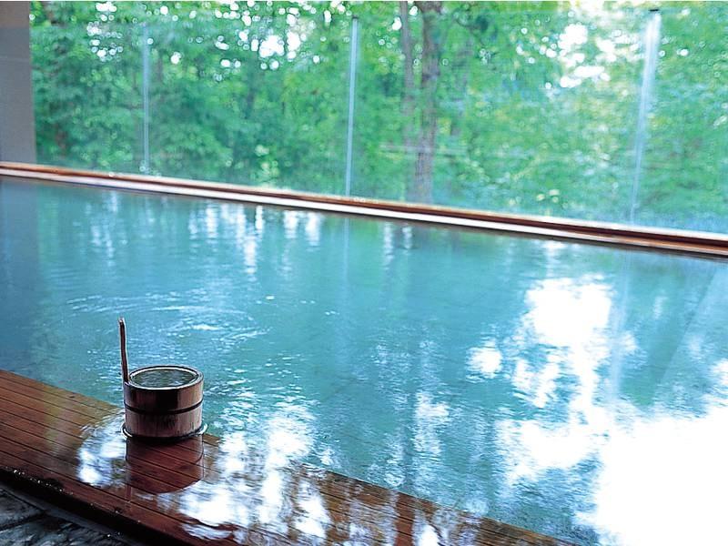 【森の天空露天風呂】季節の移ろいを感じる露天風呂