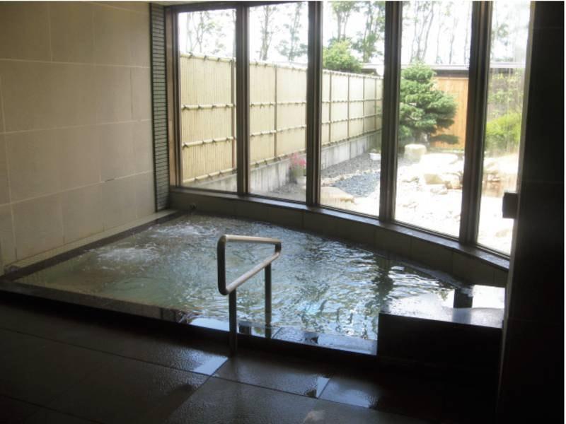 【新館大浴場】道内でも珍しい、ラドン泉が堪能できる浴槽