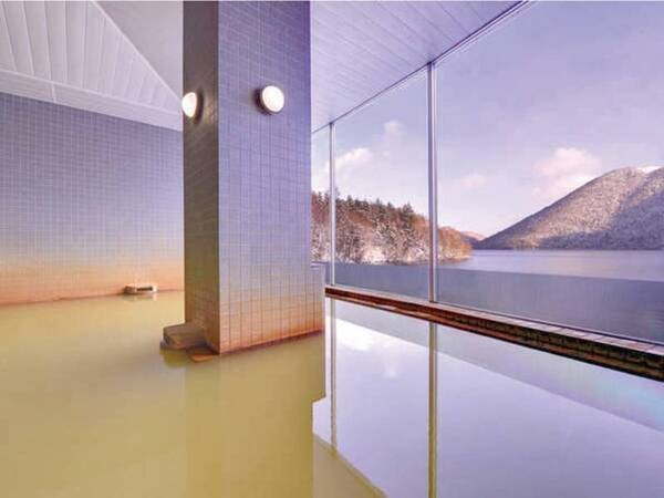 【大浴場】神秘の湖を望む、にごり湯の大浴場