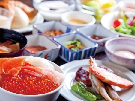 【朝食/例】ホテルオリジナル料理やいくら・甘エビなど海鮮盛り放題の海鮮丼もご用意!和洋充実の自慢の朝食