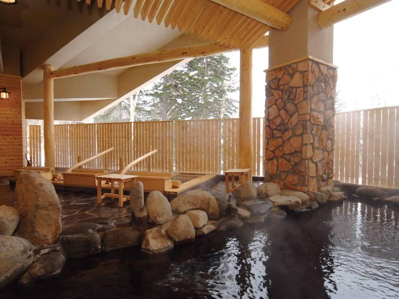 【露天風呂】大雪山の岩肌のように野趣あふれる岩風呂