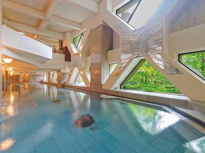 【本館・湯酔郷】湯量豊富な大浴場で名湯にくつろぐ