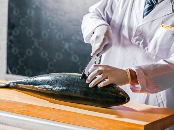 【冬目メニュー/例】実演!魚の解体ショー(ハマチ)