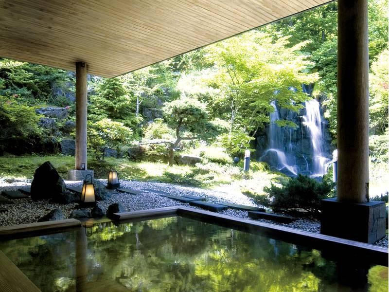 【露天風呂】滝の音に耳を澄ませ四季の移ろいを感じる庭園露天風呂