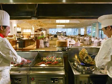 【夕食/例】シェフが目の前でダイナミックな調理を魅せる!実演充実のバイキング