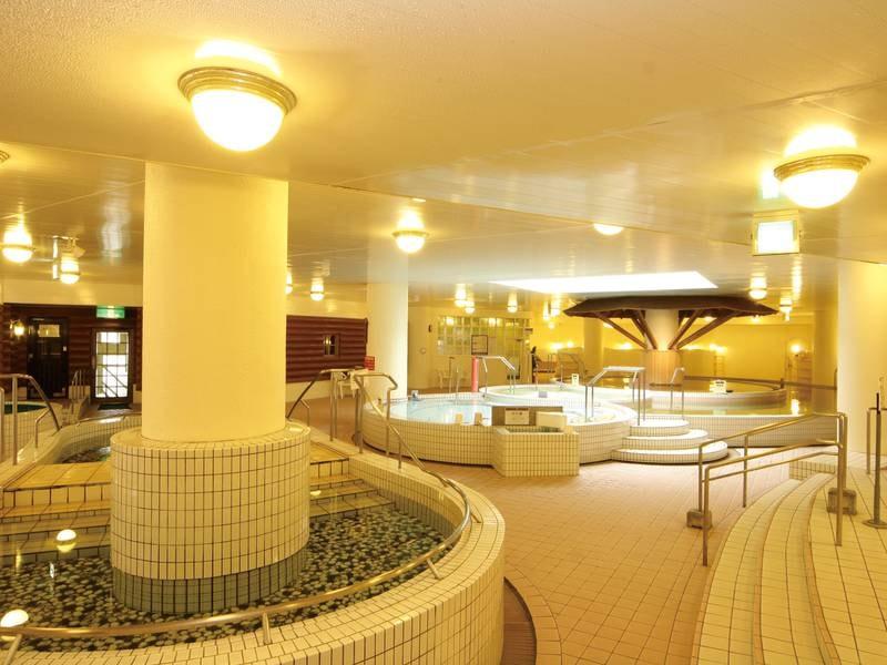 【女性浴場】広々とした浴場に多彩な湯船やサウナを完備
