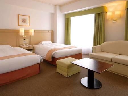 【客室/例】38㎡の広々としたデラックスツイン。ゆったり足を伸ばせるバスルーム付き!