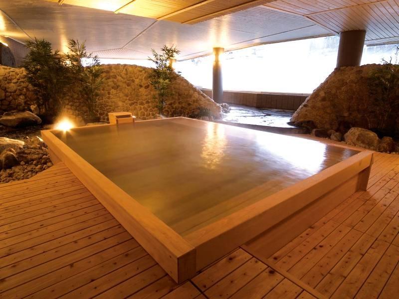 【大浴場】香りに癒されながら浸かる檜風呂