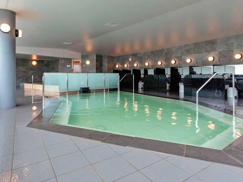 大浴場:リニューアルされたヒノキ風呂も